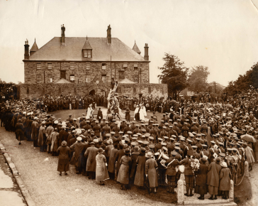 Unveiling of the Merrifield's War memorial 1924