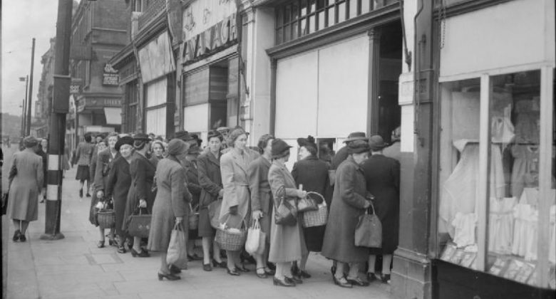 Britain Queues For Food - Rationing and Food Shortages in Wartime Britain