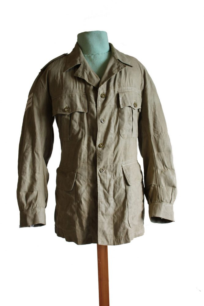Green khaki jacket, with large pockets and buttons